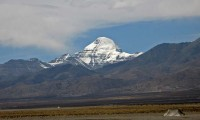 Mount Kailash and a nomad's tent. Photo: Tom Riddle/2007-http://thomasriddle.net/tibet/