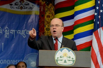 Congressman Jim McGovern addressing Tibetans and supporters in Dharamshala, India. Photo: Outlook Tibet