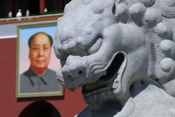 A statue and a photo of Mao Zedong. Photo: Pixabay
